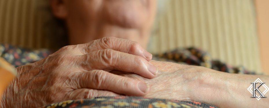 Pessoa idosa deitada