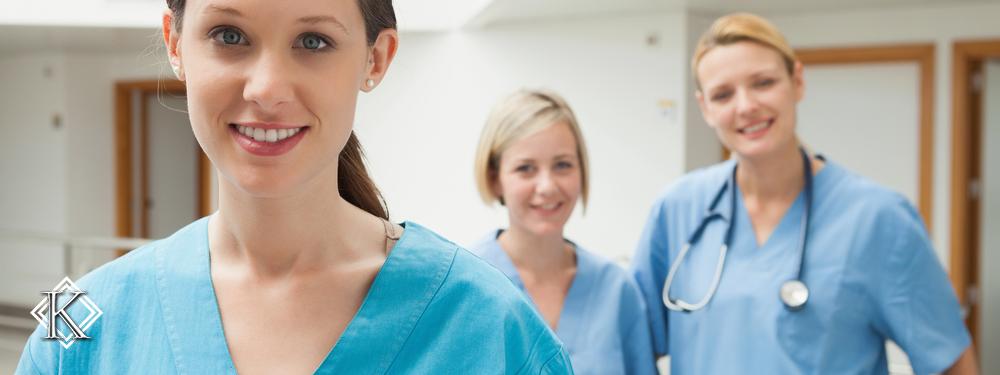 Três enfermeiras lado a lado