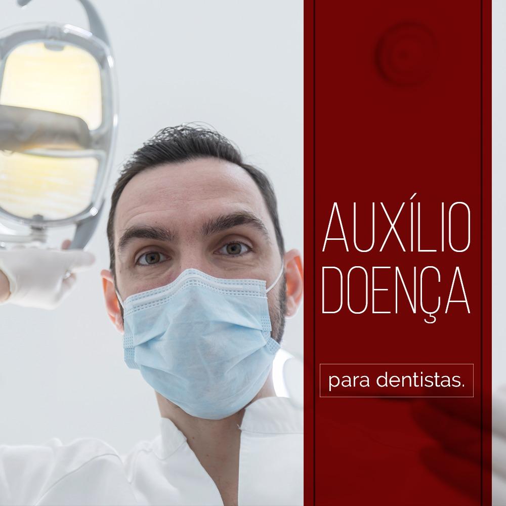 A imagem representa um dentista olhando para a tela no exercício de seu trabalho. É importante que o profissional da odontologia esteja informado a respeito das doenças ocupacionais para o dentista,.