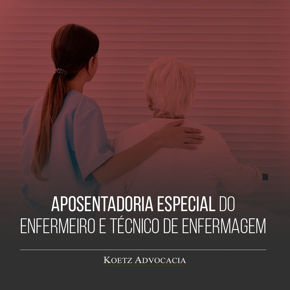 A imagem mostra uma enfermeira, vestida com seu uniforme de trabalho, no exercício de suas funções. A aposentadoria especial para enfermeiros é um direito de quem exerce a função devido a periculosidade da profissão.