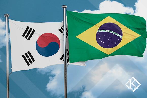 A imagem mostra as bandeiras do Brasil e da Coreia do Sul, ilustrando a publicação