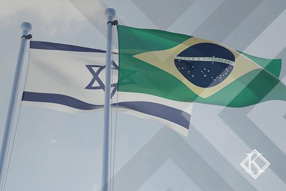 """A imagem mostra as bandeiras do Brasil e Israel, e ilustra a publicação """"Acordo entre Israel e Brasil de previdência internacional: como está hoje?"""", da Koetz Advocacia."""