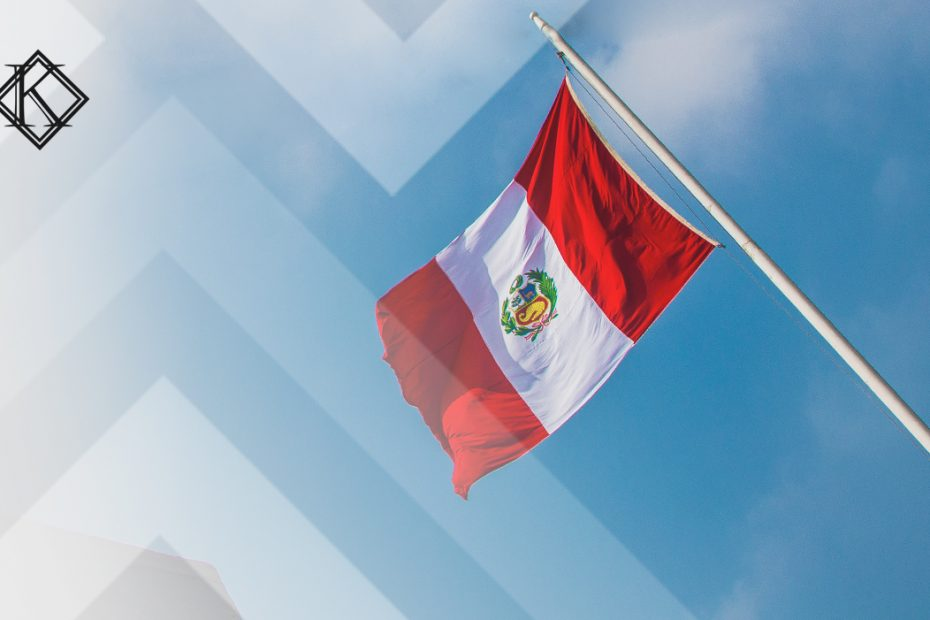 """A imagem mostra uma bandeira do Peru e ilustra a publicação """"Aposentadoria no Peru para brasileiros: quais são as regras e direitos?"""", da Koetz Advocacia"""