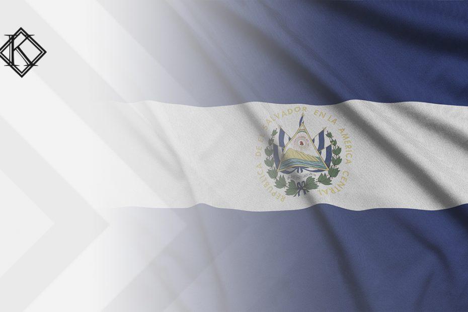 """A imagem mostra uma bandeira de El Salvador, e ilustra a publicação """"El Salvador e aposentadoria para estrangeiros, é possível?"""", da Koetz Advocacia."""
