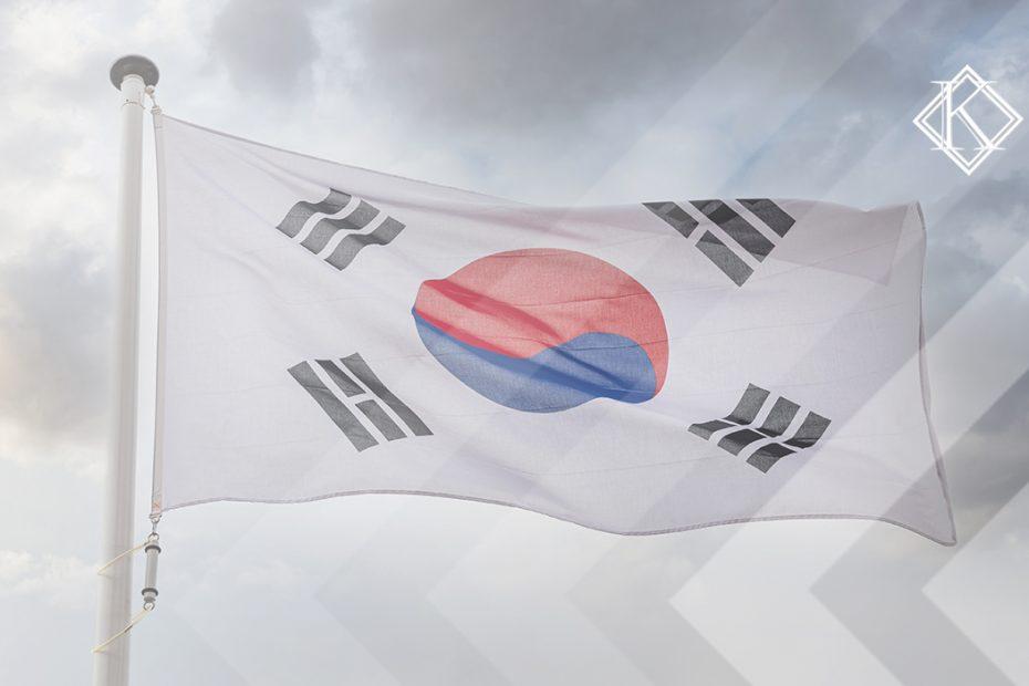"""A imagem mostra a bandeira da Coreia do Sul, ilustrando a publicação """"Aposentadoria na Coreia do Sul para brasileiros, é possível?', da Koetz Advocacia."""