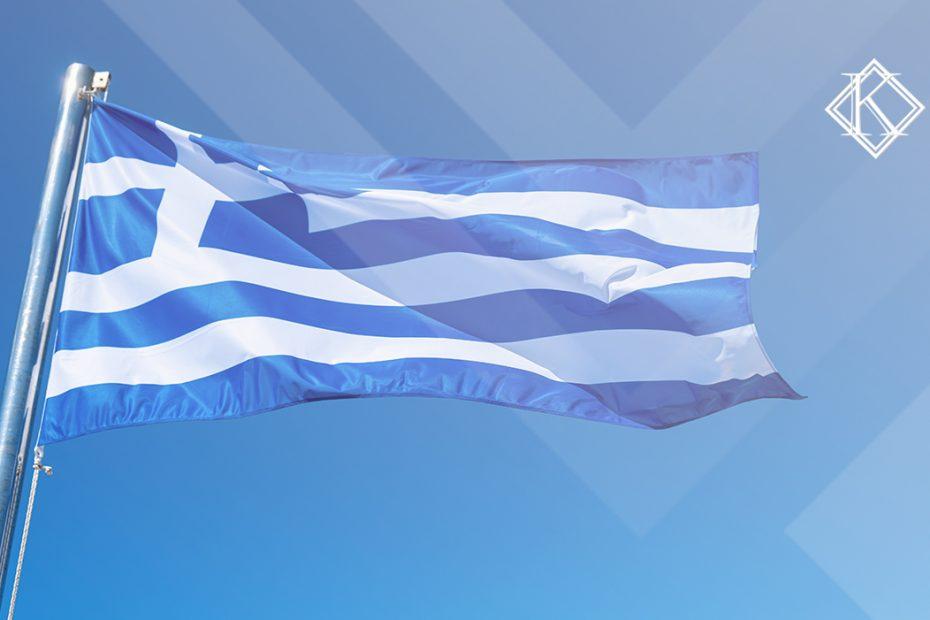 """A imagem mostra a bandeira da Grécia, e ilustra a publicação """"Aposentadoria na Grécia para brasileiros, como funciona?"""", da Koetz Advocacia."""
